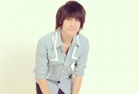 Kevin Aprilio Setia Bergaya Rambut 'Asian Look'