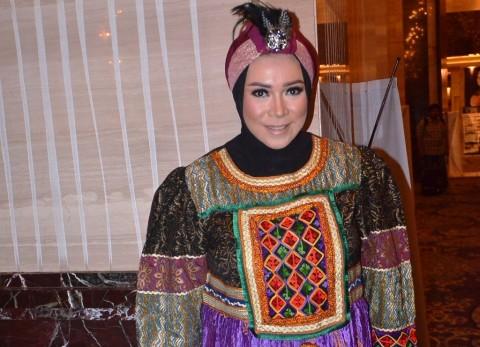 Melly Goeslaw Terinspirasi Gaya Hijab Pipik 'Uje'