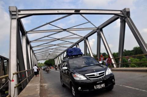 Jembatan Comal Ambles, Harga Kebutuhan Pokok Naik 2-3%