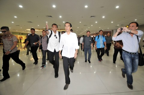 Menuju Rumah Transisi, Jokowi Tumpangi Bus Enjoy Jakarta