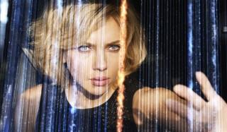 Scarlett Johansson, si Cantik dengan Kekuatan Otak Super
