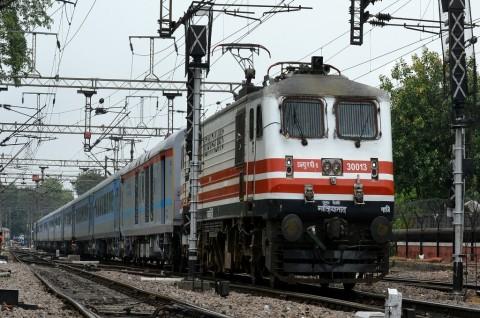 <i>Human Error</i>, Dua Kereta Bertabrakan di India