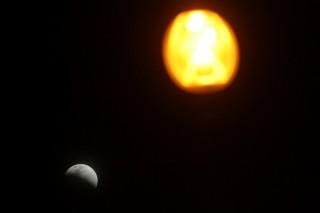 <i>Gelap, tapi Bulan Nggak Kelihatan Merah</i>