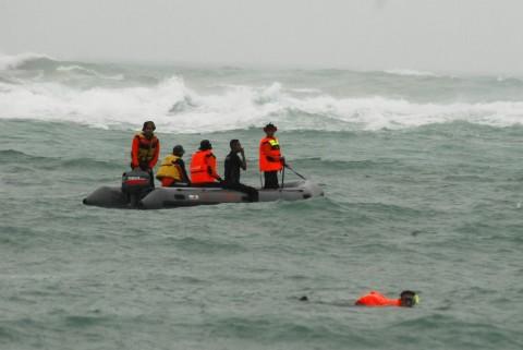 Wisatawan Terseret Ombak di Pantai Karanghawu Belum Ditemukan