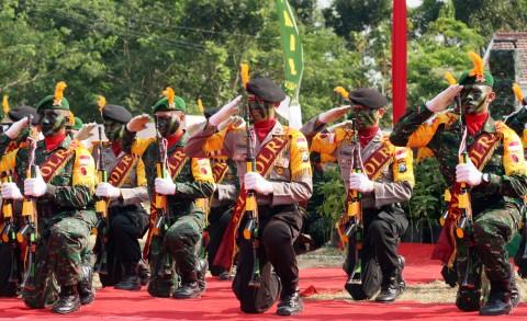 Pengamat: TNI-Polri Konflik, Rakyat Jadi Korban