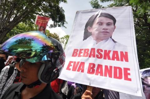 Grasi untuk Eva Bande Kewajiban Jokowi