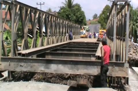 Jembatan Diperbaiki, Lalu Lintas Bandung-Jateng Dialihkan