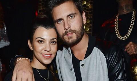 Kourtney Kardashian Dipaksa Ibu Jual Foto Anaknya