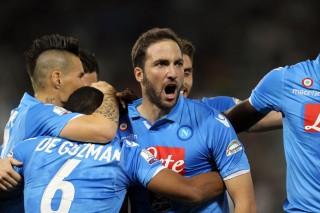 Buyarkan Kemenangan Juve, Higuain Antarkan Napoli Lewati Adu Penalti