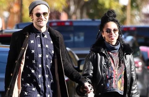 Robert Pattinson Suka Foto Bugil Kekasih Barunya