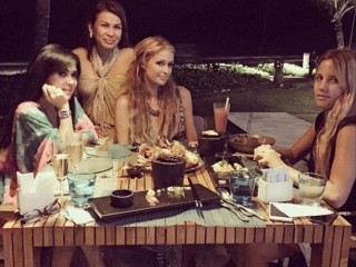 Giliran Paris Hilton yang Pamer Foto Bareng Syahrini