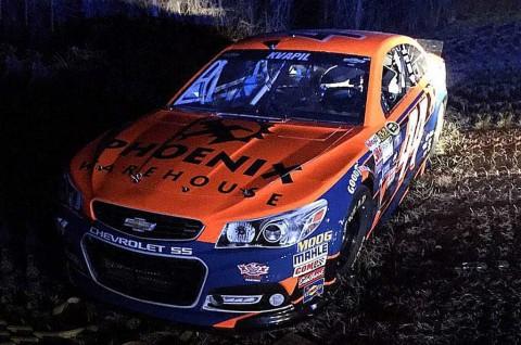 Mobil Tim Xtream NASCAR yang Dicuri, Parkir di Semak