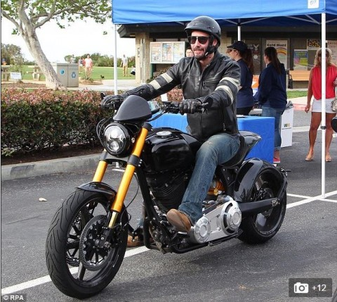Keanu Reeves Pamer Motor Barunya Seharga USD78 Ribu