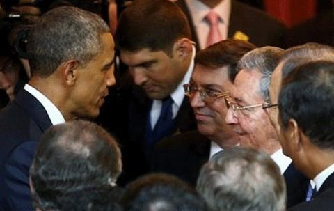 Pertama Kali, Obama dan Presiden Kuba Bersalaman