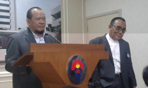 Tiba dari Surabaya, La Nyalla Sambangi Kemenpora