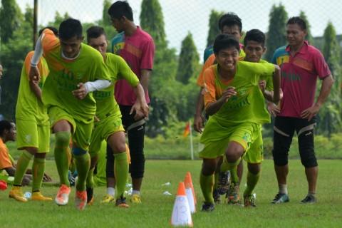Batal Bertanding Lawan Persiba, Pelatih Persebaya Kecewa Berat