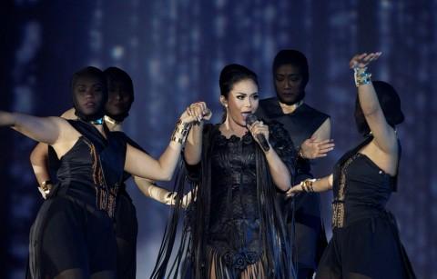 KD Menyinden dan Nyanyi Lagu Nusantara