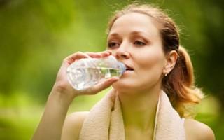 Ketahui Aturan Minum Air yang Tepat Saat Olahraga