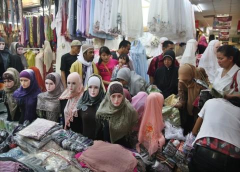 Omzet Penjualan Busana Muslim Turun