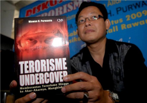 Dikecam Masyarakat, Polisi Hentikan Diskusi Buku <i>Akulah Istri Teroris</i>