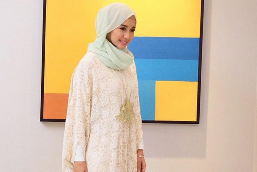 Tips Merawat Rambut Berhijab Ala Laudya Cynthia Bella d62cca8f77