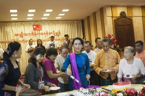 Suu Kyi Bertekad Menang Mutlak di Pemilu Myanmar