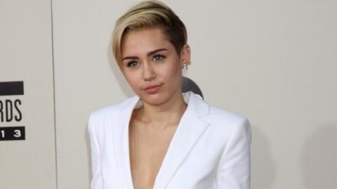 Miley Cyrus, Selebritas Vegetarian Terseksi 2015 Versi PETA
