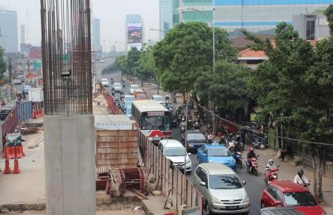 Tiang Proyek Jalan Layang di Ciledug Roboh