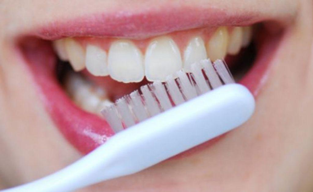 Cara Membuat Gigi Tampak Lebih Putih Bersinar