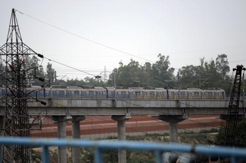 Dua KA di India Keluar Jalur, 19 Penumpang Tewas