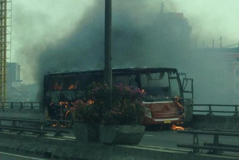 Bus Warga Baru Terbakar di Tol Cempaka Putih