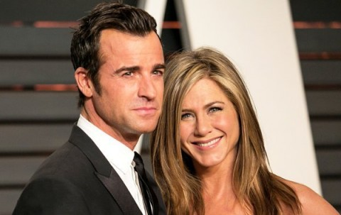 Pulang Berbulan Madu, Suami Jennifer Aniston Pamer Cincin Kawin