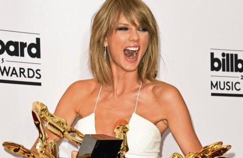 Kemenangan Besar Taylor Swift di MTV VMA 2015