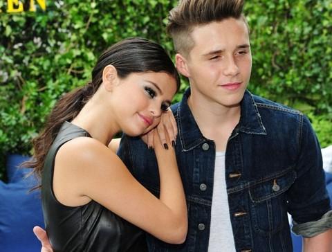 Foto Bareng, Putra David Beckham Pacari Selena Gomez?