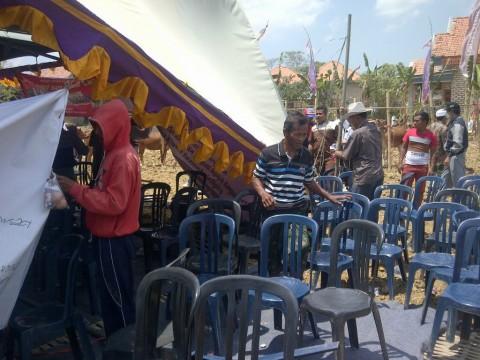 Tenda Pertemuan Bupati Pamekasan Roboh, Tamu Kocar-kacir