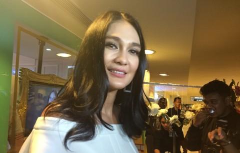 Luna Maya Ingin Pemerintah Promosi Pesona Wisata Indonesia