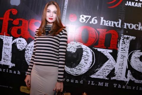 Luna Maya Dikritik Jika Pakai Baju Seksi