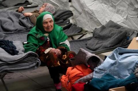 Wanita 105 Tahun Berjalan Ribuan Mil Selamatkan Diri Dari Perang