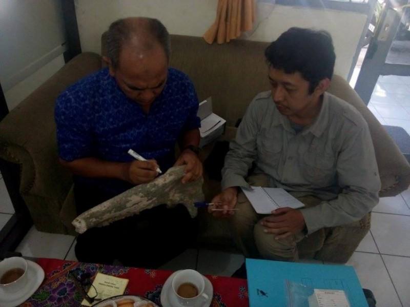 Fosil Buton yang ditemukan warga diteliti tim Balai Arkeologi Yogyakarta. (Metrotvnews.com/Kuntoro Tayubi)