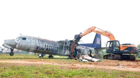 Lanud Halim Hancurkan Pesawat Rusak