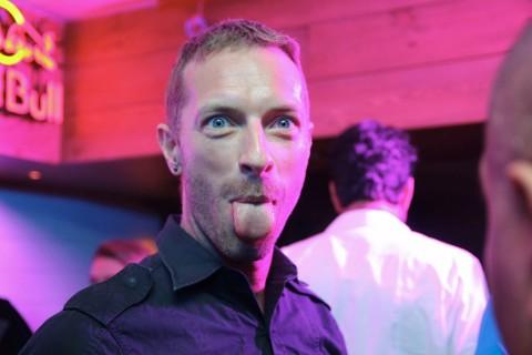 Coldplay Sebar Kode Misterius di Stasiun Kereta