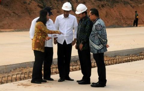 Terbang ke Lampung, Jokowi Tinjau Proyek Tol Trans Sumatera