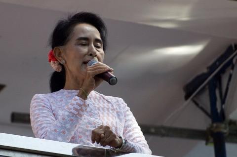 Suu Kyi Optimistis Partainya Menangkan Pemilu