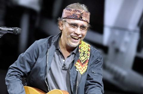 Iwan Fals Bawakan Lagu Karya Bambang Widjojanto di Konser 'Untukmu Indonesia'
