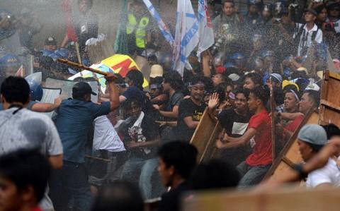 Pertemuan APEC Dilanda Protes, Polisi Filipina Kerahkan <i>Water Cannon</i>