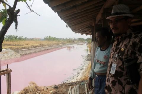 Penyebab Sungai di Brebes Berwarna Merah Muda Terungkap