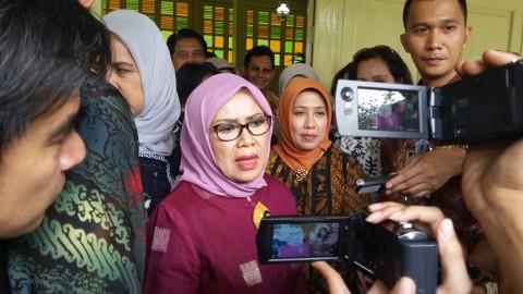 Wapres Buka Kongres, Mufidah JK Borong Batik