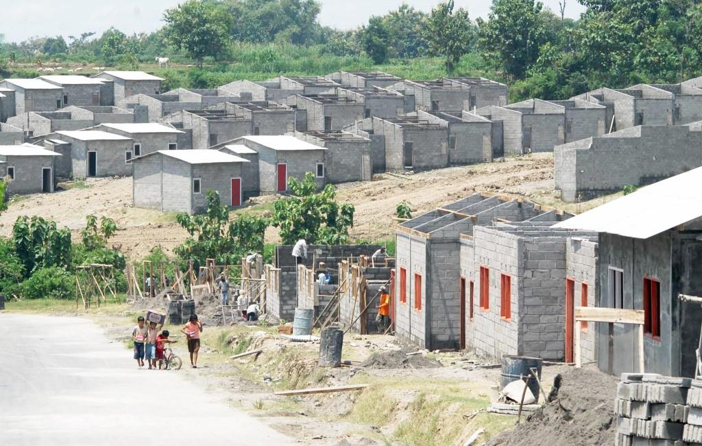 Sejumlah rumah di Kawasan Siap Bangun (Kasiba) Jeruksawit, Gondangrejo, Karanganyar, Jateng. (foto: Antara/Andika Betha)