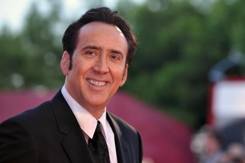Nicolas Cage Janji Kembalikan Fosil Dinosaurus Curian