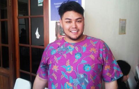 2016, Ivan Gunawan Ingin Batik Jadi Busana Favorit Anak Muda